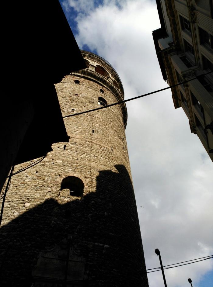 2016.02.07-12.19-theordinarylifeofm_the-ordinary-life-of-m_marta-moslw_istanbul_beyoglu_galata-tower_sky