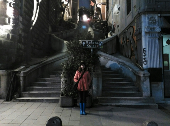 2016.02.25-20.25-theordinarylifeofm_the-ordinary-life-of-m_marta-moslw_istanbul_beyoglu_galata_love-stairs_01a