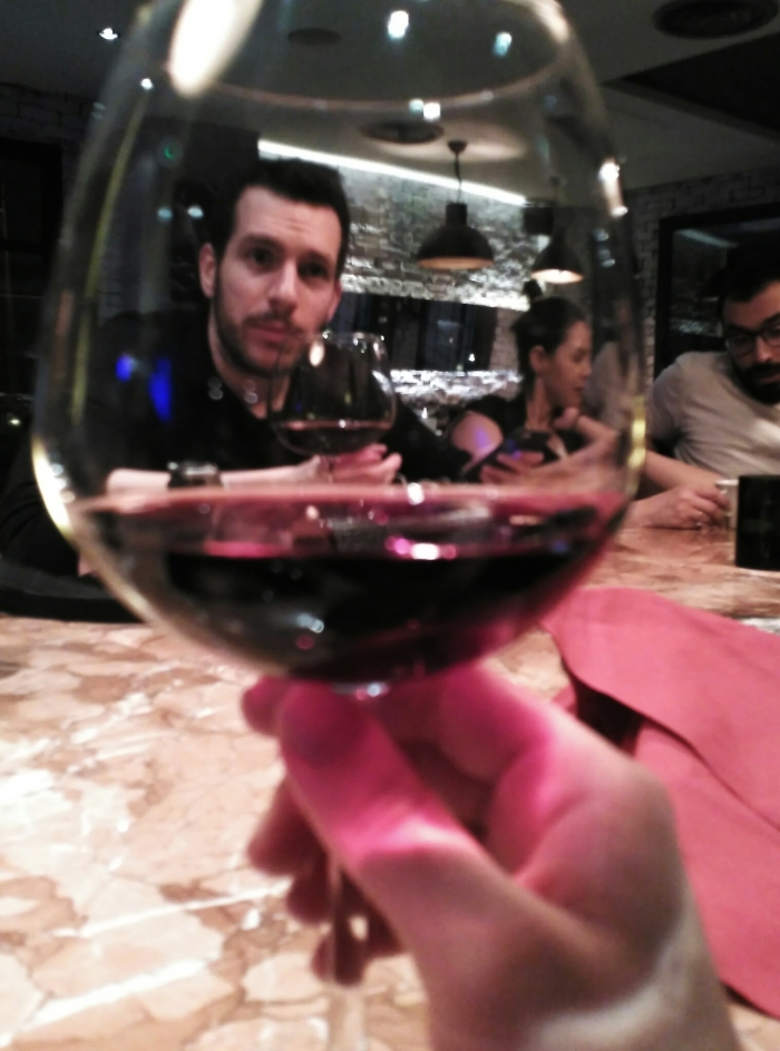 2016.03.03-22.50-theordinarylifeofm_the-ordinary-life-of-m_marta-moslw_istanbul_glass-of-wine_01