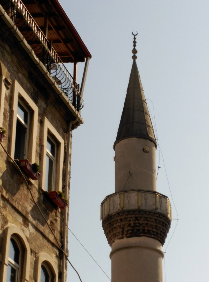 2016.03.10-12.23-theordinarylifeofm_the-ordinary-life-of-m_marta-moslw_istanbul_mosque_minaret
