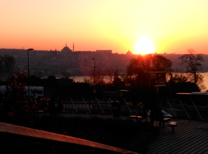 2016.03.31-19.17-theordinarylifeofm_the-ordinary-life-of-m_marta-moslw_istanbul_sunset_golden-horn_bosphorus