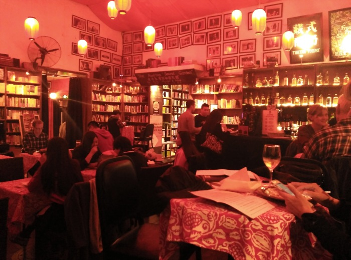 2016-10-21-19-06-theordinarylifeofm-the_ordinary_life_of_m-marta_moslw-travel-asia-china-beijing-the_bookworm-bookstore-bookshop-cafe-coffee