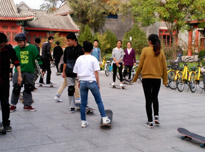 2016-10-23-14-19-theordinarylifeofm-the_ordinary_life_of_m-marta_moslw-travel-asia-china-beijing-peking_university-skaters